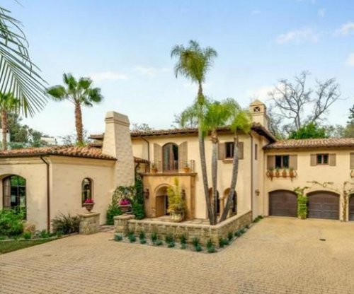 Miley Cyrus lists Toluca Lake home for $5.9M
