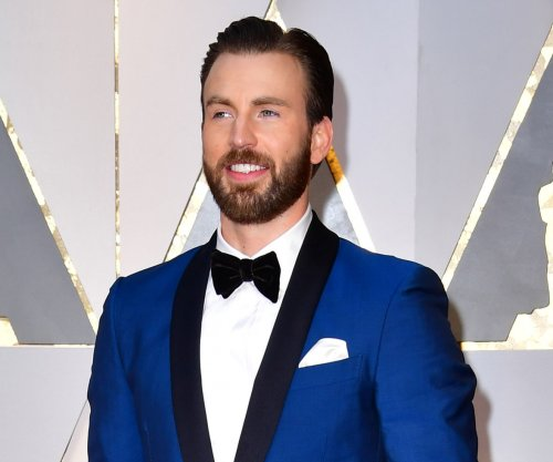 Chris Evans on ex-girlfriend Jenny Slate: 'She's my favorite human'
