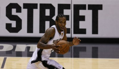 Spurs hit the road to battle high-flying Suns