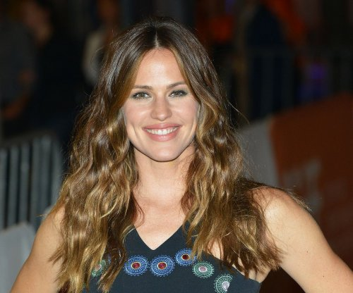 Kate Hudson, Jessica Alba honor Jennifer Garner at Baby2Baby gala