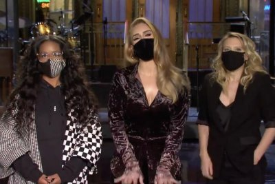 Adele gets playful in 'Saturday Night Live' promo