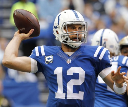 Report: Colts QB Luck playing with multiple fractured ribs