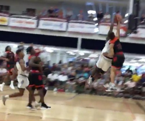 Top high school prospect Zion Williamson has ridiculous block