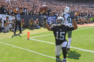 Oakland Raiders roll to 45-20 win over New York Jets