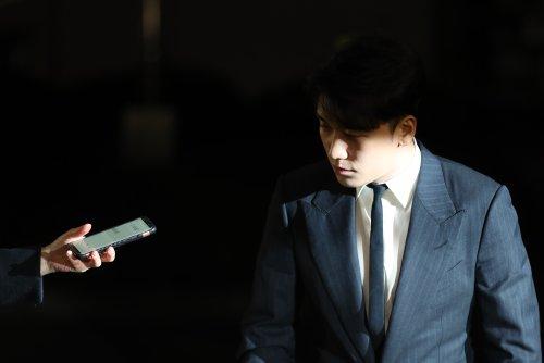 S. Korean police impose travel bans on ex-YG Entertainment chief, Seungri