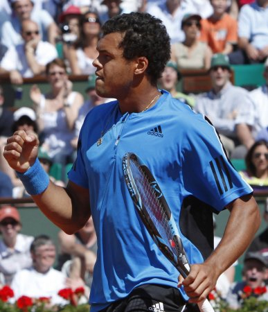 Tsonga upsets Federer in quarterfinals