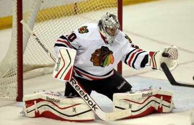 Chicago Blackhawks goalie under investigation by LAPD for spraying fan with water bottle