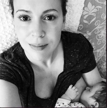 Alyssa Milano shares photo breastfeeding daughter Elizabella