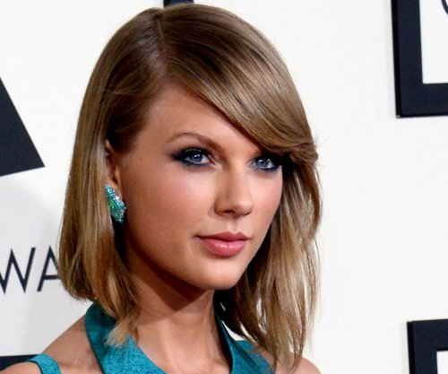 Taylor Swift helps fan cope with breakup playlist