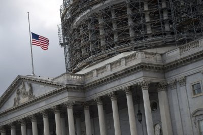 Obama, Congress ratify 5-day spending bill to sidestep federal shutdown