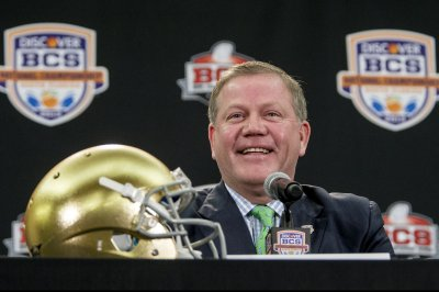 Brian Kelly denies interest in leaving Notre Dame