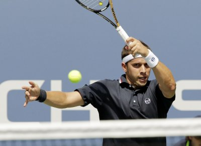 Muller wins two tiebreakers in advancing