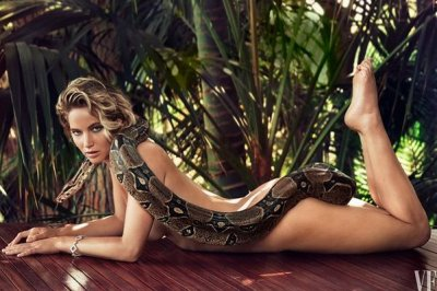 Jennifer Lawrence posed nude with snake for Vanity Fair