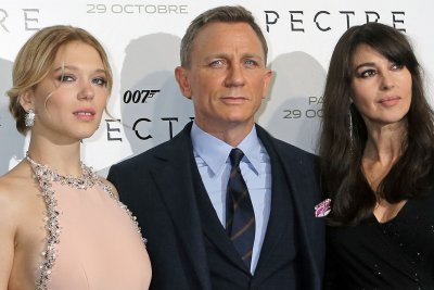 'Spectre' beats 'Harry Potter' in record-breaking U.K. opening