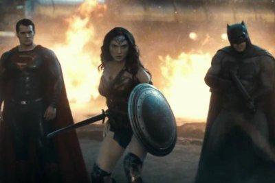 New 'Batman v Superman' trailer is serious superhero fun