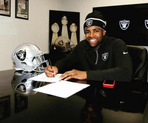 Oakland Raiders give extension to Michael Crabtree