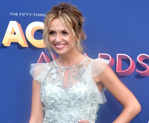 Carly Pearce, Michael Ray go Instagram official