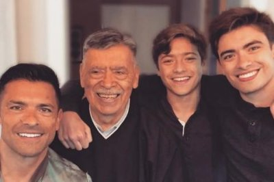 Kelly Ripa posts photo of Mark Consuelos, lookalike sons