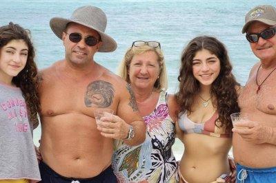 Joe Giudice reunites with daughters in Bahamas: 'Nothing like family'