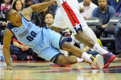 Denver Nuggets re-sign F Darrell Arthur