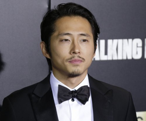 Steven Yeun shares how he killed time with Michael Cudlitz before final 'Walking Dead' scene