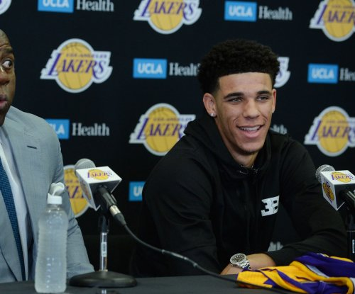 Los Angeles Lakers rookie Lonzo Ball exits summer-league semis with tight calf