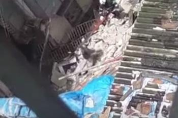 2 dead, 40 trapped in building collapse in Mumbai