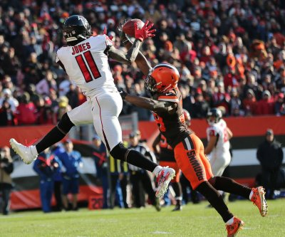 Cleveland Browns cut veteran cornerback T.J. Carrie, three others