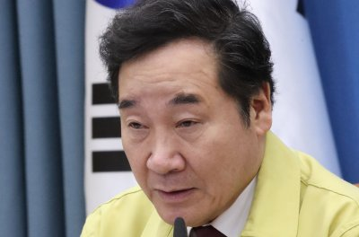 South Korean presidential contender egged in face during market visit