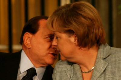 Berlusconi stops publication of photos