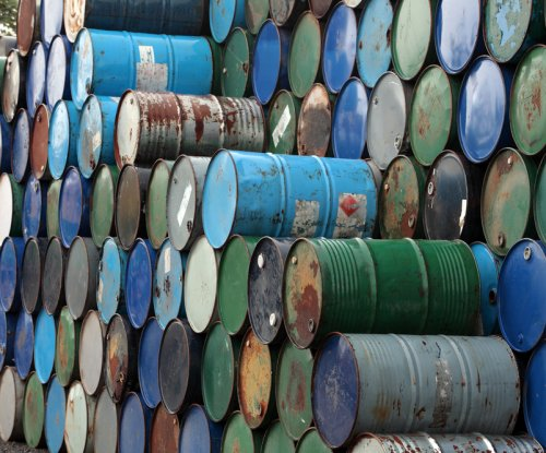 Iraq, Libya nudge Brent crude prices up
