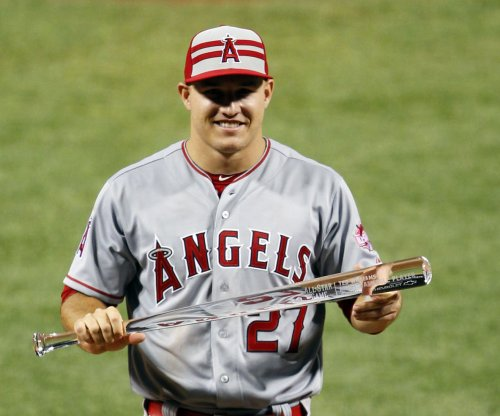 Mike Trout, Kris Bryant win MVP awards