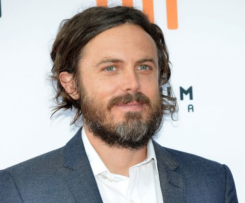 Casey Affleck is a real Dunkin' Donuts customer in latest 'Saturday Night Live' skit