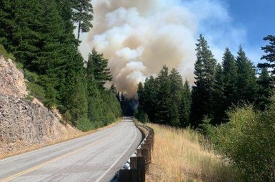 Helicopter pilot killed in crash fighting fires in Oregon