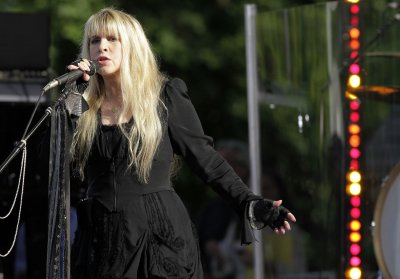 Christine McVeigh rejoins Fleetwood Mac