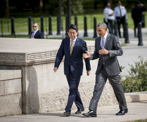 President Obama and Japanese prime minister visit Lincoln Memorial before trade discussions