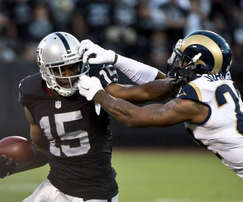 Michael Crabtree crosses the bay, catches on