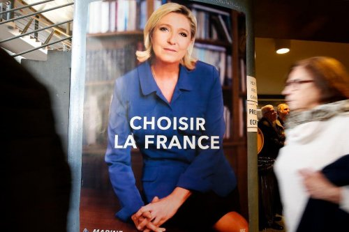 Leader of Le Pen's National Front party quits over gas chamber comments