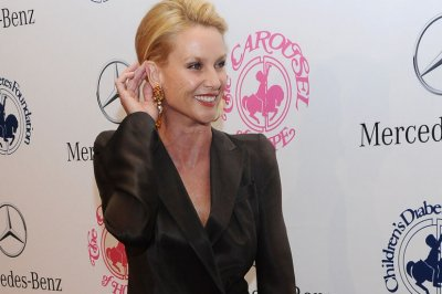 Nicollette Sheridan to play Alexis Carrington on 'Dynasty' re-boot