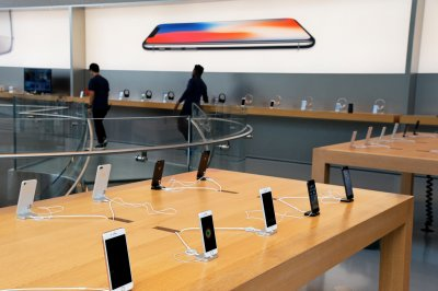 17 people charged with stealing $1M in merchandise from Apple stores