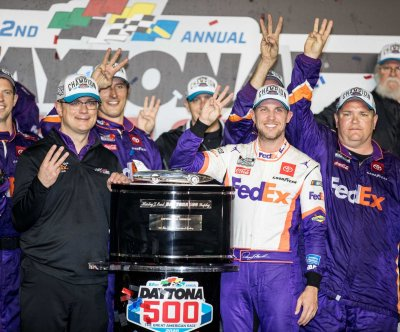 Denny Hamlin wins second consecutive Daytona 500 in tight finish