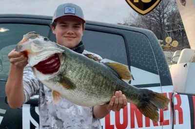 15-year-old angler lands 15.32-pound largemouth bass in Texas lake