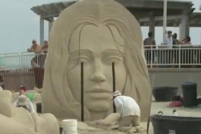 Sand sculptors compete for $6,000 prize in New Hampshire