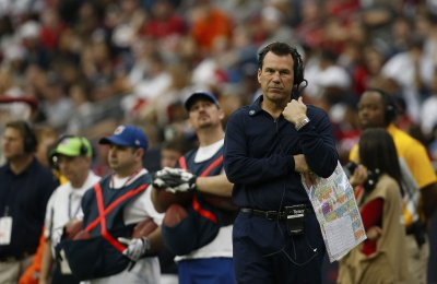 Texans Coach Kubiak 'alert, coherent' after hospitalization