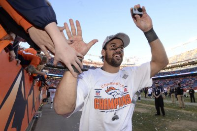 Eric Decker asks why people are Jets fans, gets predictable response