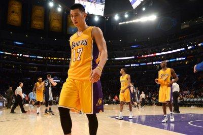Los Angeles Lakers beat Orlando Magic without Kobe Bryant