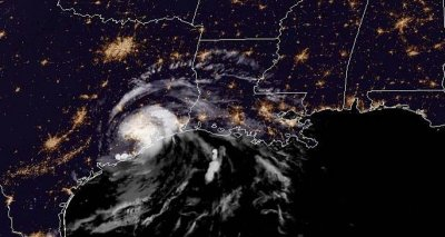 Tropical Storm Imelda makes landfall over Texas, Houston prepares for flooding