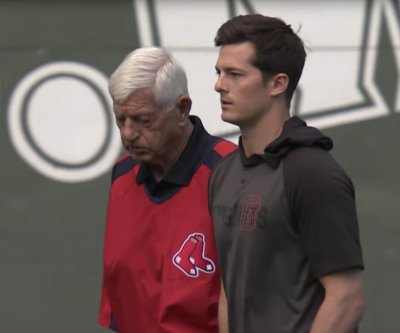 Giants' Mike Yastrzemski homers in front of legendary grandpa at Fenway Park