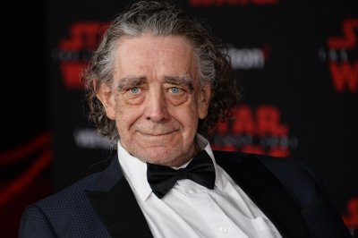 'Star Wars' cast, crew mourn Chewbacca actor Peter Mayhew