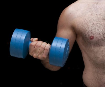 Maintaining muscle in middle age may help men's hearts later